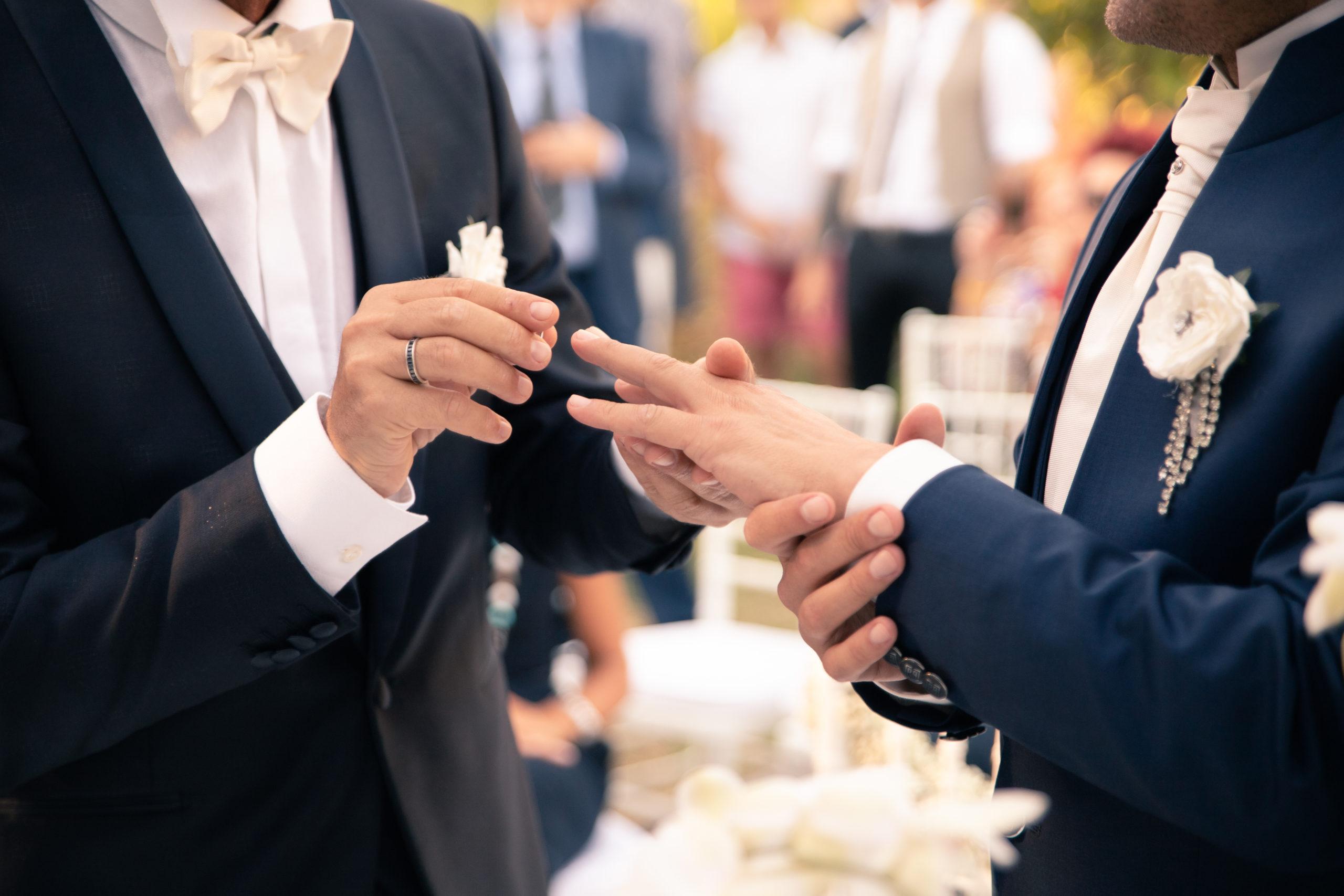 portfolio sposi si mettono anello di matrimonio