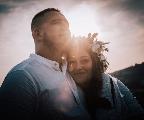 Sposi controluce al tramonto